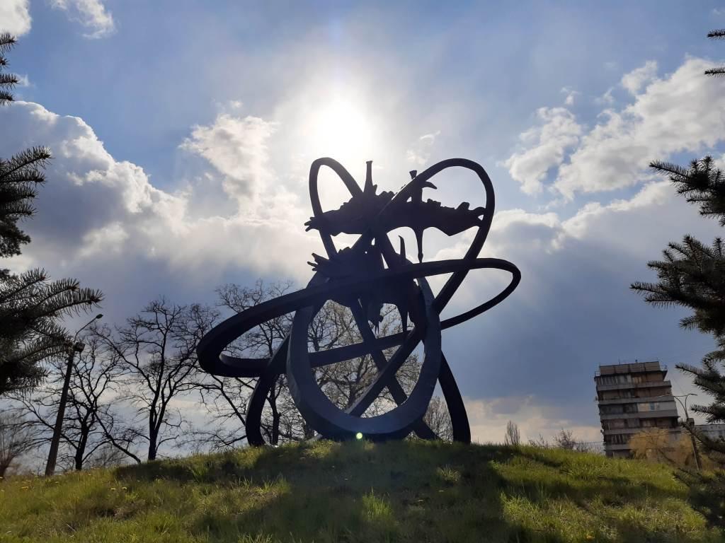 Обзор мемориального комплекса жертвам чернобыльской трагедии в Святошинском районе Киева (+месторасположение +48 фото +2 стереофото +видео)