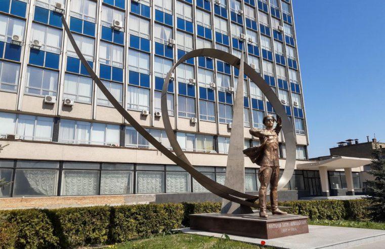 Обзор памятника летчику Нестерову в Киеве (+месторасположение +8 фото +2 стереофото)